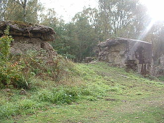 Elstead - Hankley Common World War II battlements