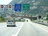 Autobahn A9 Verzweigung Brig-Gils.jpg