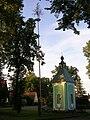 Břekova Lhota, kaplička a máj.jpg