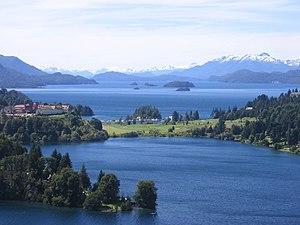 Aguas estancadas y lagos de agua salada  300px-Bariloche-_Argentina2