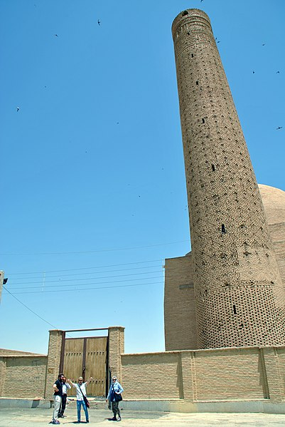 پرونده:Barsian mosque and minaret, Iran 01.JPG