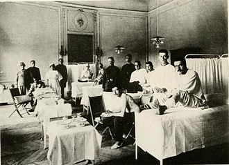 United States Army Nurse Corps - Nurses, personnel, and patients of United States Base Hospital 32 in Contrexeville, France in 1918.