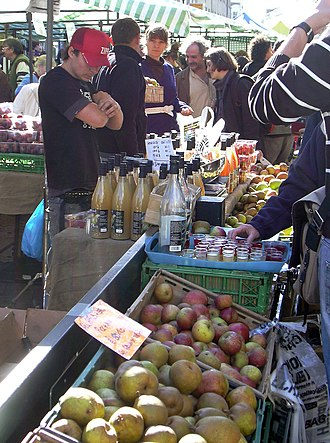 Broadway Market - Image: Bdwy Mkt Fresh Produce