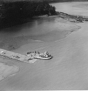 Beachley (Aust) Ferry in 1964.jpg