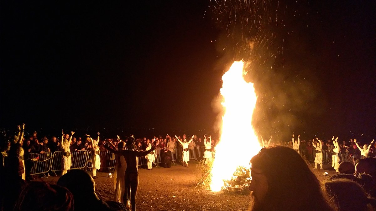 1200px Beltane 2019 Edinburgh Calton Hill - 「ハロウィン」(Halloween)はいつから? 起源と由来,お祭りの意味を紹介