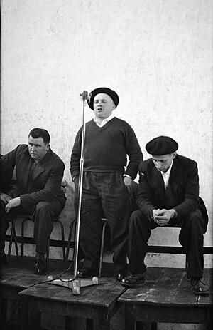 Bertsolaritza - The bertsolari Mattin Treku composing a bertso in Sare in 1960