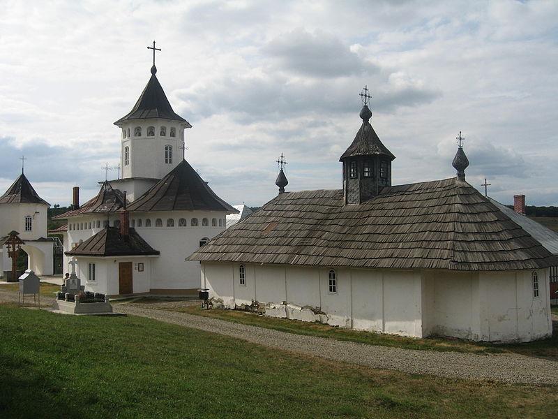 Fișier:Biserica de lemn din Mănăstirea Zosin1.jpg