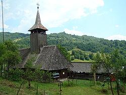 Biserica de lemn din Poiana Botizii-exterioare (12).JPG