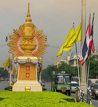 Great Crown of Victory - Image: Bkkryregaliacv 0609