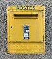 Boîte aux lettres de La Poste dans la rue Benoît Bressat à Niévroz (mai 2020).jpg