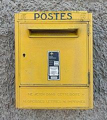 photo boite aux lettres jaune La Poste