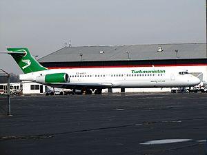Boeing 717-200 EZ-A107.jpg
