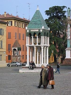 Basilica of San Domenico - In front, tomb of Rolandino de' Passeggeri; behind : the tomb of Egidio Foscarari.