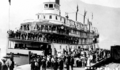 Bonnington (sternwheeler) loading troops at Nakusp 1915.PNG