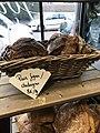Boulangerie de Saint-Maurice-de-Beynost (Ain, France) - pains spéciaux.JPG