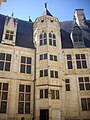 Bourges - palais Jacques-Cœur, cour (03).jpg