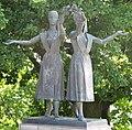 Bratislava bronzova plastika na Slavine1.jpg