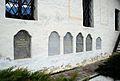 Brezno Grabsteine in Kirchenmauer.jpg
