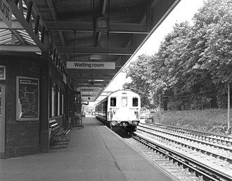 Brockenhurst railway station - A class 414 electric at platform 4 in 1973.