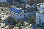 Budapest legrégebbi és legismertebb evangélikus temploma, a Deák téri evangélikus templom légifotója.jpg