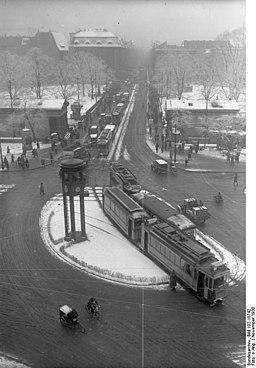 Potsdamer Platz, Bundesarchiv, Bild 102-10742 / CC-BY-SA 3.0 [CC BY-SA 3.0 de (https://creativecommons.org/licenses/by-sa/3.0/de/deed.en)], via Wikimedia Commons