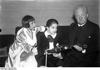 Ruggiero Ricci - Ricci (middle) with Gerhart Hauptmann in 1932