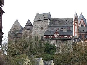 Die Burg Limburg (links neben dem Dom) auf dem Lahnfelsen