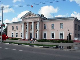 Bychaŭ. Administrative building on Lenin Street.jpg