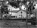 COLLECTIE TROPENMUSEUM Fabriek en drooghuis van de rubberonderneming Malomboe te tapanoeli Oostkust van Sumatra TMnr 10012800.jpg