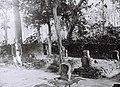COLLECTIE TROPENMUSEUM Tralaja moslim begraafplaats van zeven kroonprinsen bij de ruïnes van Majapahit in de buurt van Modjowarno TMnr 60042354.jpg