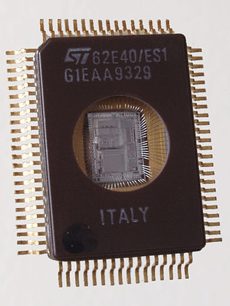 ST6 and ST7 - ST62E40 microcontroller, based on the ST6 architecture