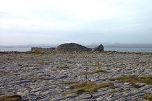 Caher a Black Head County Clare, con terreno carsico in primo piano.