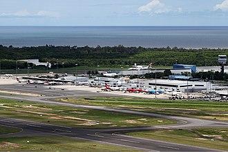 Cairns Airport - Image: Cairns airport overview Breidenstein