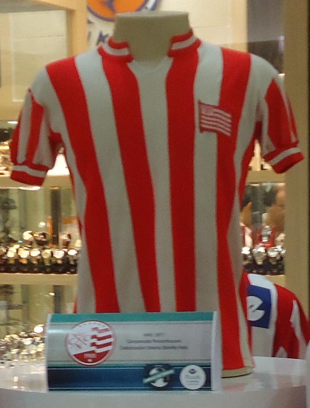 Abaixo estão listados os uniformes do Clube Náutico Capibaribe dos últimos  anos 1c84ccc9a45e8
