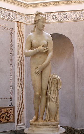 The Capitoline Venus (Capitoline Museums), an Antonine copy of a late Hellenistic sculpture that ultimately derives from Praxiteles. Capitoline Venus - Palazzo Nuovo - Musei Capitolini - Rome 2016.jpg