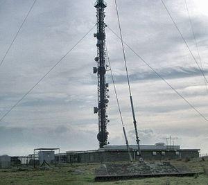 Caradon Hill transmitting station - Main mast and building