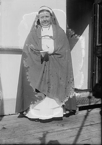 """Caroline Gardner Bartlett - Caroline Gardner Bartlett in her """"Sister Beatrice"""" garb, c.1915"""