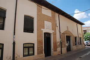 Íñigo López de Mendoza, 1st Marquis of Santillana - the house where Leonor Lasso de la Vega gave birth to Íñigo López de Mendoza, in Carrión de los Condes (Palencia).