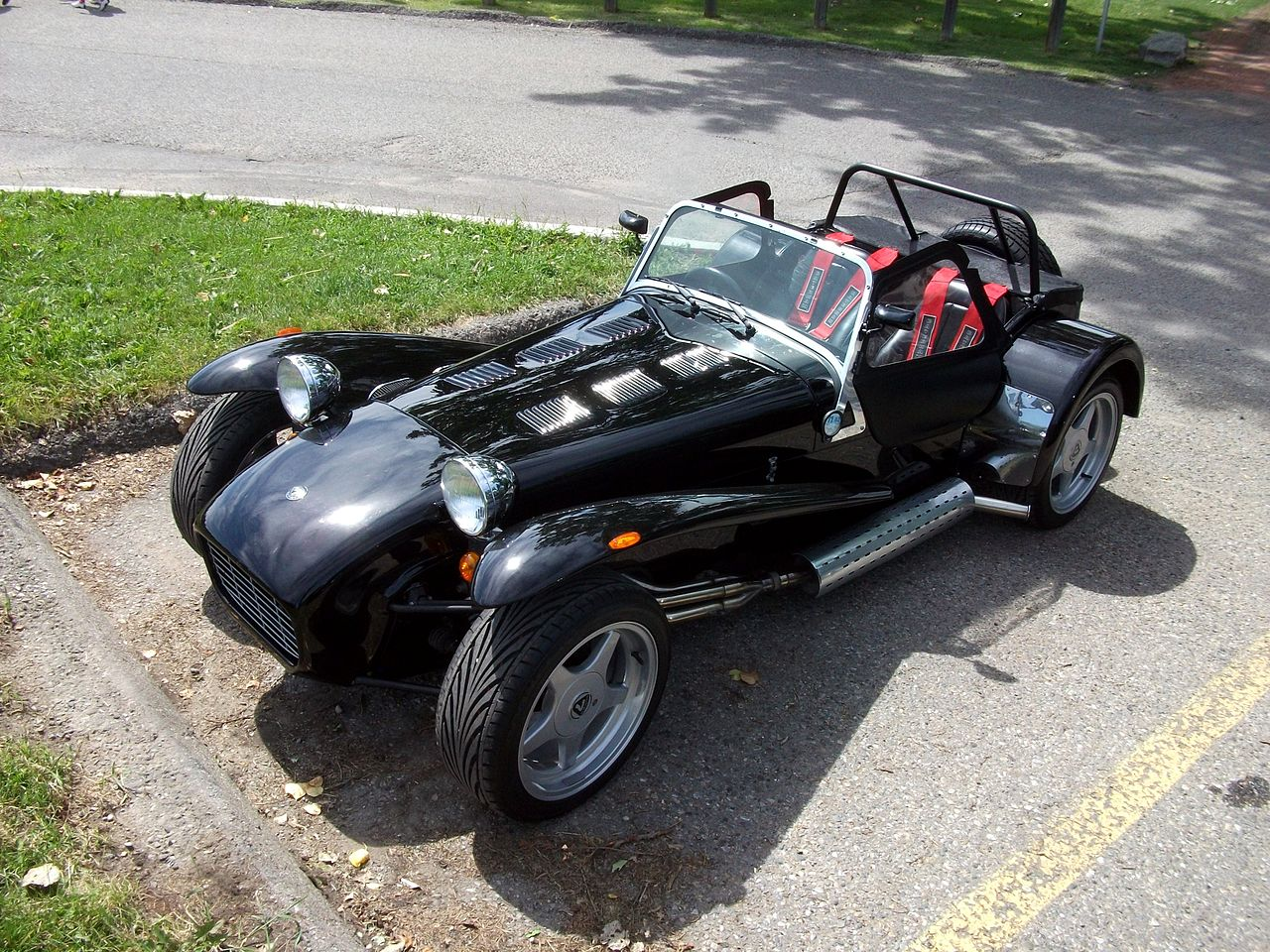 Caterham Super Seven (5989130192).jpg