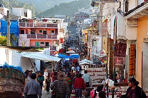 チチカステナンゴ: Chichicastenango market 2009