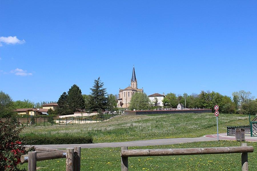 Vue sur le cimetière et l'église de Saint-Cyr-sur-Menthon