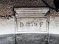 Clé de linteau datée de 1879.jpg