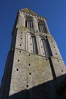 Clocher de l'église Saint-Vigor de Colombiers-sur-Seulles en avril 2017.jpg
