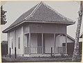 Collectie NMvWereldculturen, RV-A440-dd-120, foto, 'Tweede klas woning voor inheemse arbeiders in kampong Pengok te Yogyakarta', fotograaf onbekend, 1924-1932.jpg
