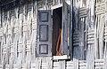 Collectie NMvWereldculturen, TM-20021984, Dia- 'Luik in de gevlochten wand van een huis in de omgeving van Bukittinggi', fotograaf Jaap de Jonge, 1986.jpg