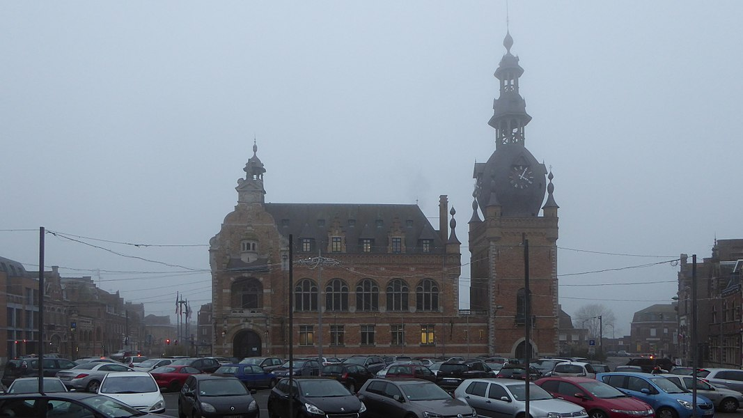 Comines, Nord   (France),  the town hall and the belfry (1923 - architect: Louis-Marie Cordonnier).