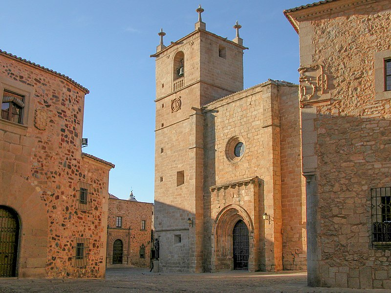 File:Concatedral de Caceres.JPG