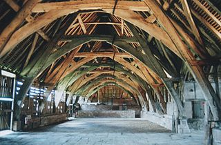 Cruck curved timber used as roof support