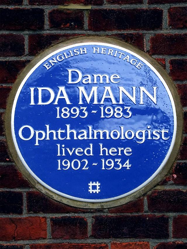 Ida Mann blue plaque - Dame Ida Mann opthalmologist lived here 1902 - 1934