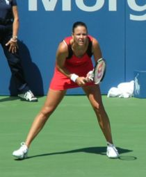 Davenport preparing to return serve at the 2006 US Open.